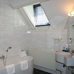 bathroom type C2, with terrace, bath and steamsauna